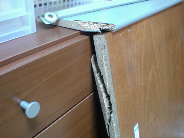 IKEAの家具破損